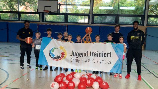 """Aktionstag """"Jugend trainiert – gemeinsam bewegen"""":  Ritter besuchen die Teckrealschule"""